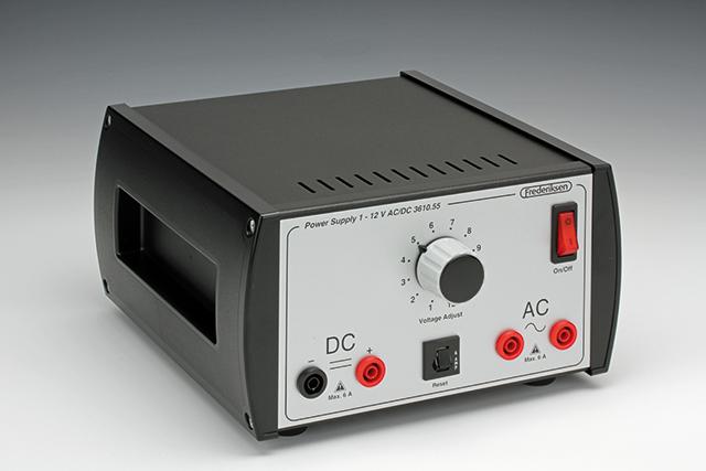 Napěťový zdroj 1–12 V AC/DC