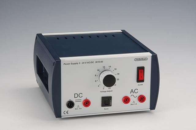 Napěťový zdroj 2–24 V AC/DC